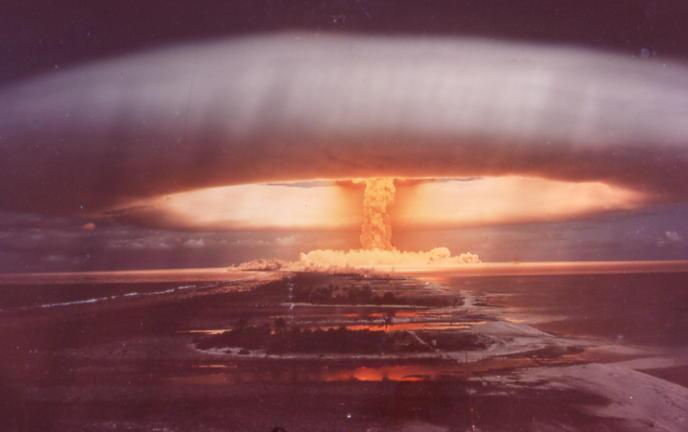 2012: el fin del mundo enterate aki! BombeH_%E0_Mururoa_%281973%29